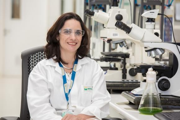 Os resultados são promissores , segundo a gerente de Biotecnologia do Centro de Pesquisa (Cenpes) da Petrobras, Juliana Vaz (Foto: Francisco Alves de Souza/Banco de Imagens Petrobras)