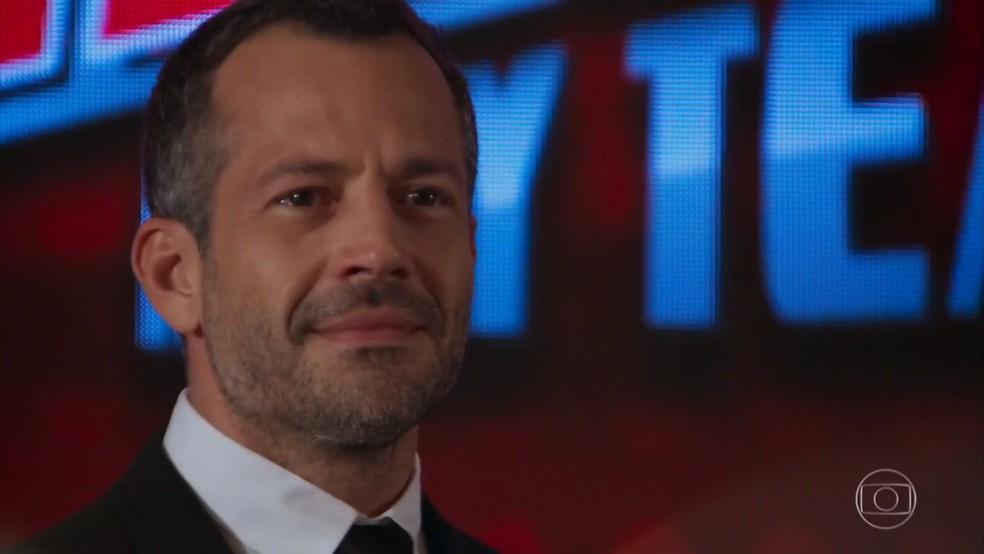 Apolo (Malvino Salvador) fica emocionado com declaração de Tancinha (Mariana Ximenes) - 'Haja Coração' — Foto: Globo