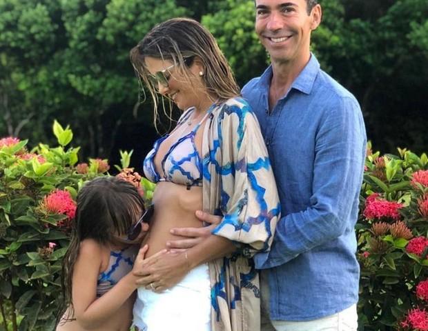 Ticiane Pinheiro com o marido, Cesar Tralli, e a filha (Foto: Reprodução Instagram)