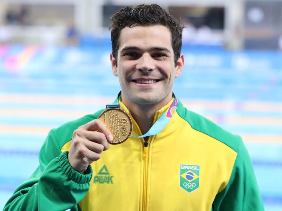 Marcelo Chierighini com a medalha de ouro dos 100m livre em Lima — Foto: Ricardo Bufolin/Panamerica Press