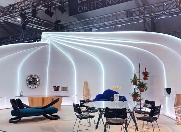 A Louis Vuitton apresenta a sua coleção Objet Nomades em uma cabine iluminada  (Foto: Thais Lauton/Editora Globo)