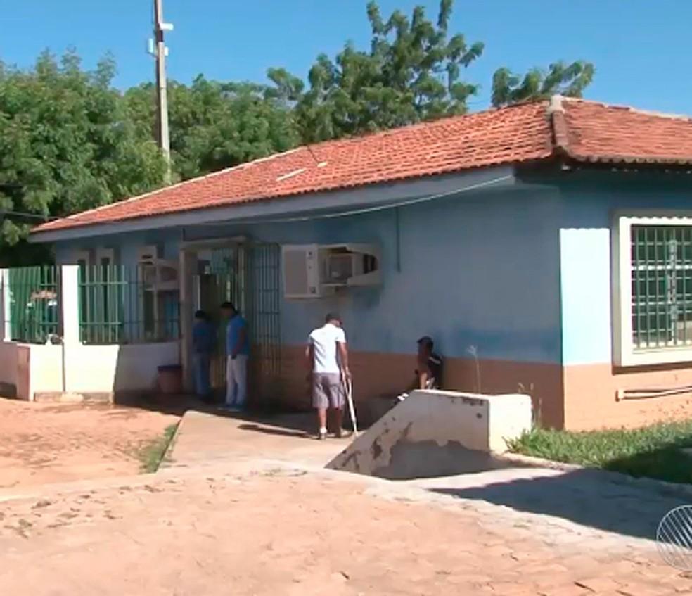 Homem foi levado para a Delegacia de Barreiras, no oeste da Bahia — Foto: Reprodução/ TV Bahia