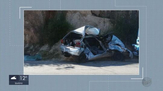 Motorista bate em caminhão e morre na BR-369, em Santana do Jacaré, MG