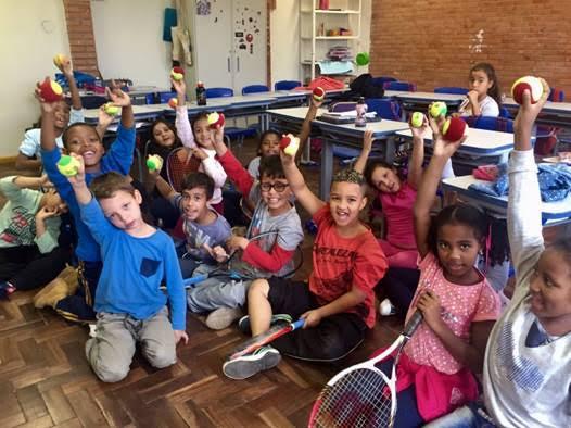 Crianças da Escola Estadual de Ensino Fundamental Bahia, primeira instituição convidada a receber o projeto-piloto em Porto Alegre